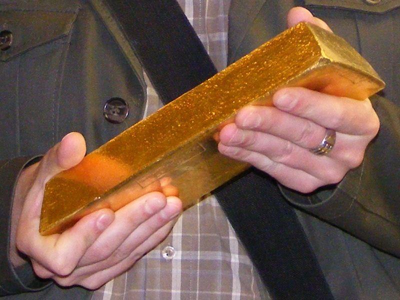 800px-Gold_bullion_2.jpg