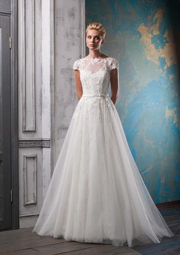 c748aaf828a Идея  цветочные мотив платья легко подчеркнуть