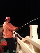 Photo: 夜になり・・絶好調の岩城さん! 入れ食いでした。