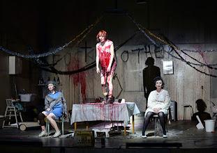 Photo: Wien/ Akademietheater: DIE PRÄSIDENTINNEN von Werner Schwab. Inszenierung David Bösch. Regina Fritsch, Stefanie Dvorak, Barbara Petritsch. Copyright: Barbara Zeininger