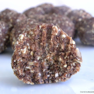 Cashew-Chocolate Energy Balls