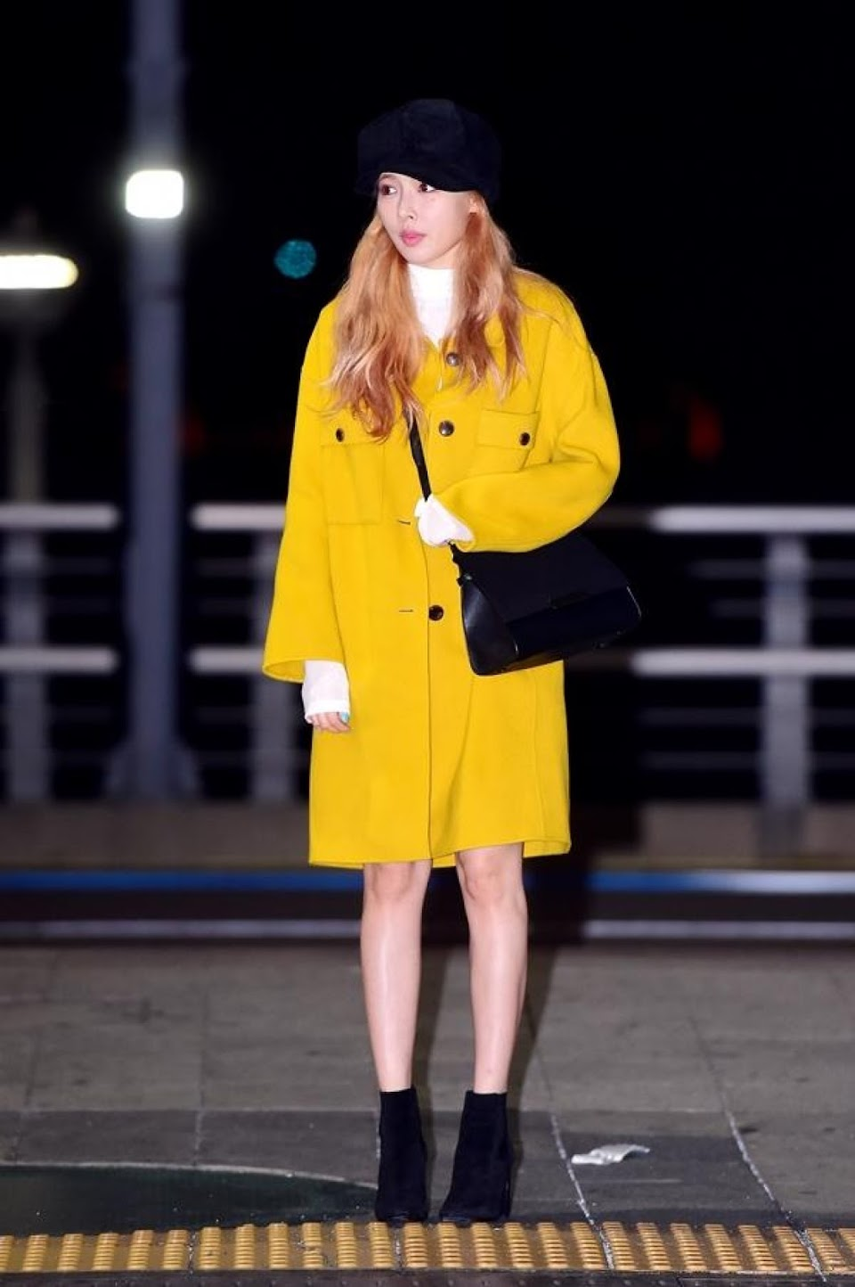 hyuna-yellow-coat