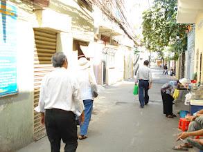 Photo: Trên đường vào nhà thầy Hạnh, thầy đi bốc thuốc không có nhà. Sau đó ghé cô Yến.
