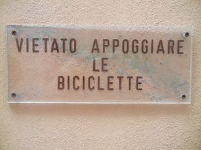 "Photo: Bike-unfriendly Ravenna ""Don't prop your damn bicycles here"""