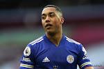 Leicester City kan niet winnen van 10 Southampton-spelers en houdt zo strijd om derde plaats spannend
