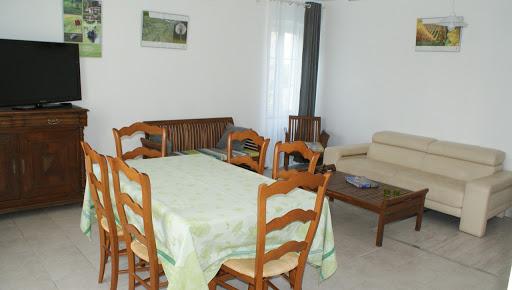 Gîte Le Relais pour 6 à 7 personnes 3 étoiles à Surgères en Charente-Maritime Aunis Marais Poitevin salon salle à manger