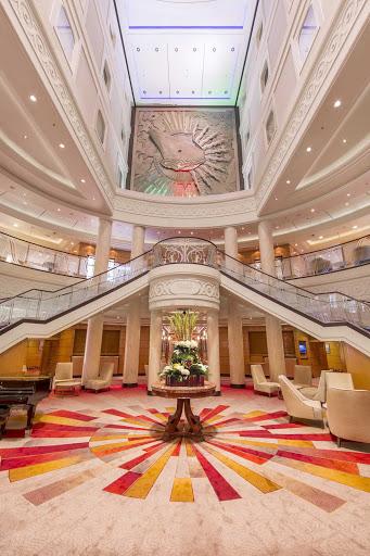 QM2-Atrium.jpg - The atrium on Queen Mary 2.