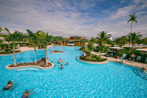 harvest-caye-pool.jpg - The expansive pool at Harvest Caye in Belize includes a great swim-up bar.