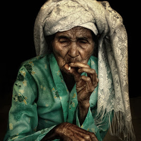 amak smokers by Styvo Putra sid - People Portraits of Women ( styvo, rokok, styvop )
