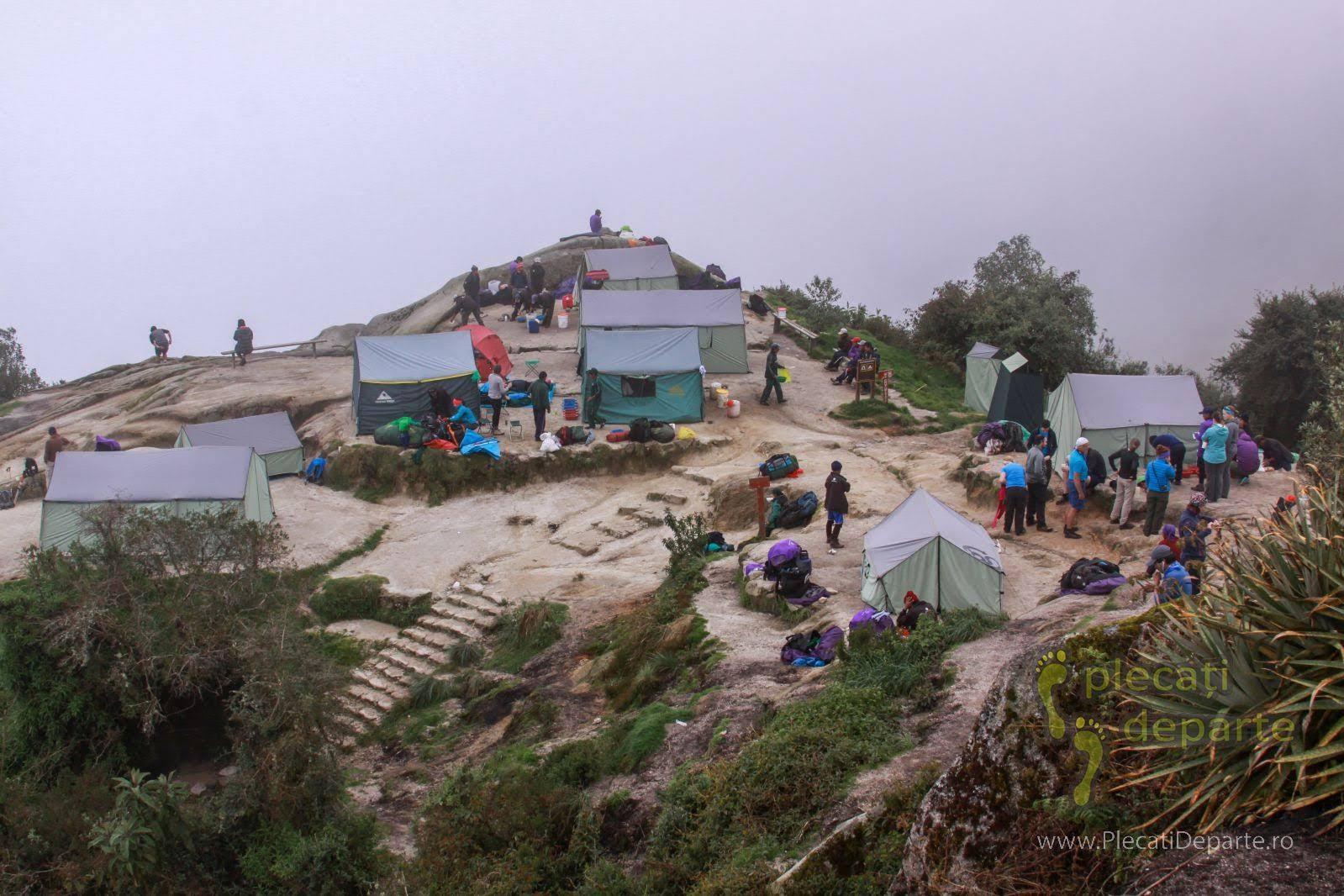 Tabara sau loc de campare pe Inca Trail spre Machu Picchu, in Peru
