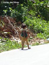 Photo: jeunes enfants portant les plus petits Luang Nam Tha Mai 2012