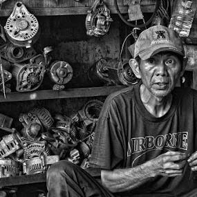 mechanic by Muzakhir Rida - Professional People Technology Workers ( indonesia, profesional, jakarta, people, mechanic )