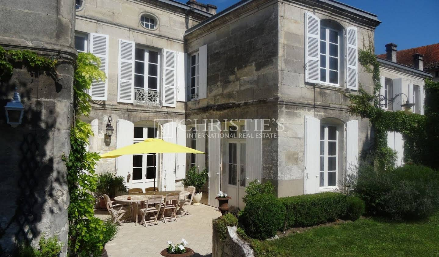Private mansion with garden Cognac