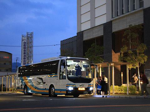 JR四国バス「北陸ドリーム四国号」 7902_02 初便乗車改札中_01