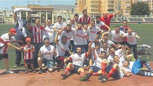 La familia del Poli Almería celebrando el ascenso a División de Honor.