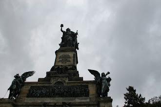 Photo: I frisen er Kejser Vilhelm til hest og øverst troner Mutter Germania