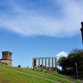 【世界の絶景】カールトンの丘から眺める夕日に染まるスコットランド ・エディンバラの街並み
