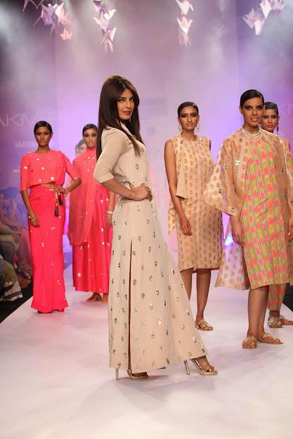 Priyanka Chopra feet, Priyanka Chopra sexy, Priyanka Chopra hot,
