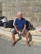 Photo: Gilles à l'apéro à l'eau d'Evian...?