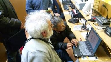 Photo: Antonio EA1CFF atento a las indicaciones de Juan Francisco EA1EOL
