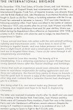 Photo: Crónica de prensa y carta desde España de Roy Watts:  «En diciembre de 1936, Fred Sykes, de la Calle Dryden, y Jack Watson, un zapatero, de Goopsall Street, se enrolaron voluntarios para luchar con las Brigadas Internacionales. Franck Farr, de la Avenida imperial, ya estaba sobre el terreno con la «British Medical Unit» (Unidad Médica Británica), John Henderson, natural de Melton Mowbray, también luchaba en España como lo hizo Roy Watts, un vendedor de muebles con la organización «Co-Op». Frank Farr regresó a Leicester en enero de 1937 y Jhon Henderson lo hizo poco tiempo después. Fred Sykes cayó en la batalla de Jamara (sic., obviamente se refiere a Jarama) en febrero de 1937, apenas meses tras su incorporación. Jack Watson cayó en diciembre en el frente de Pozoblanco y el joven de 24 años Roy Watts durante la ofensiva Republicana en el Ebro el 25 de Septiembre de 1938. En una carta dirigida a R.V. Walton con quien solía dialogar, el describe sus experiencias en España:  «He prestado servicio y he entrado en acción con la artillería antiaérea, la infantería y las unidades de radiotransmisión. He estado en la mayoría del territorio en manos de los leales (a la República) y fui hecho prisionero en una ocasión. A parte de un ligero episodio de fiebres y una pequeña pieza de metralla que me ha llevado al hospital tres veces, he conseguido seguir adelante y conservando mi integridad física.  He aprendido a amar a este País. Su belleza es asombrosa. Le enferma a uno viajar por los parajes y poblaciones de este adorable país después de los estragos y bombardeos de los Fascistas.  Se que tal experiencia podría estimular a aquellos de nuestra patria aexpulsar a los responsables de la ayuda para la agresión y la guerra. Desde nuestras posiciones, la furia fascista no parece conocer límites. He tenido la suerte de procurarme un ejemplar de The Licester Mercury el otro día y advertí que un fascista de Leicester ha sostenido un debate con vosotros.  La Guerra es como es 
