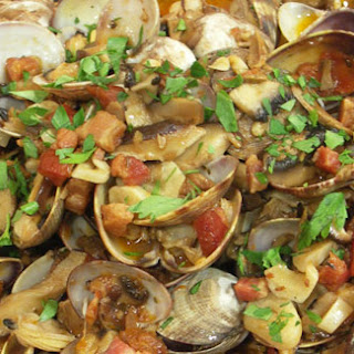 Clams with Mushrooms and Bacon