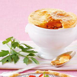 Schwammerlcremesuppe mit Blätterteighaube