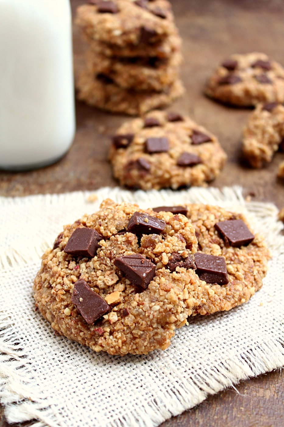 No Bake Peanut Butter + Chocolate Cookies - Only 5 Ingredients and they're vegan, gluten free and super healthy!