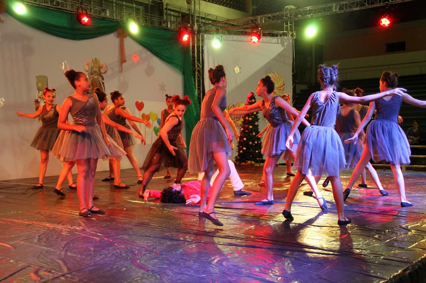 Espetáculo Quebra- Nozes emociona mais de 1.500 pessoas