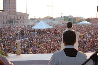 Photo: DEUS É GAMADO - Gama-DF, 14/08/2010 - Missa do Divino Pai Eterno - Pe. Robson de Trindade/GO - Animação: Banda Semear. Transmitida ao vivo para todo o país pela Rede Vida de Televisão. (fotografia Andrea)