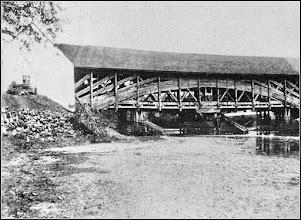 Photo: Podul de lemn - 1909 sursa: imagini vechi, Radu Cerghizan https://imaginivechi.files.wordpress.com/2010/06/215-podul-peste-aries-amontemalul-stang1909.jpg