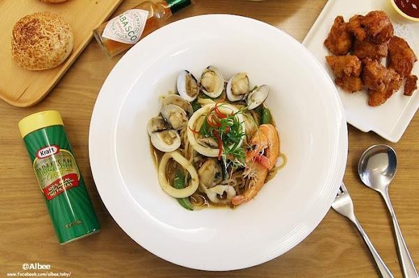 湘林義式廚坊台南店 永康區 白色木質調簡約空間,新竹開下來的義大利麵餐廳,聚餐新選擇。燉飯 義大利麵 焗烤 甜點