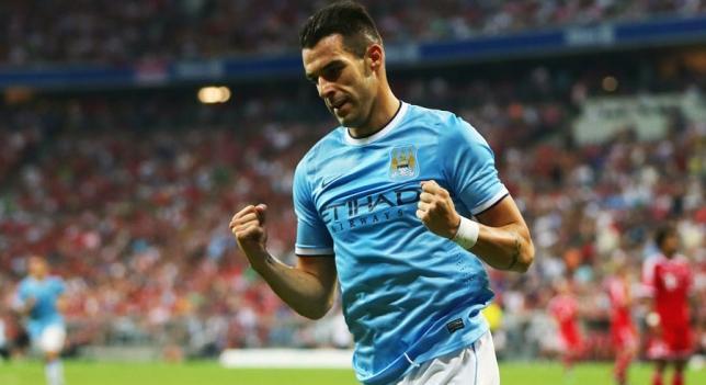 Álvaro Negredo celebra un gol con el City