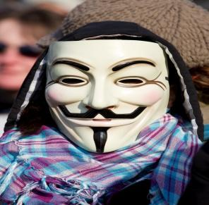 https://upload.wikimedia.org/wikipedia/commons/f/f1/Protest_ACTA_2012-02-11_-_Toulouse_-_05_-_Anonymous_guy_with_a_scarf.jpg