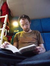 Photo: Je crois que le livre est assez gros pour me durer quelques jours
