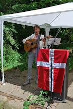 Photo: Lisa Kock Nielsen modtager deltagerne med sang