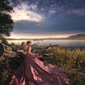 evening by Zhuo Ya - Wedding Bride ( zhuoya, lake tekapo, zhuoya photography, new zealand )