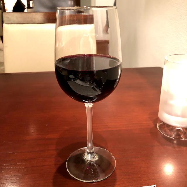 一杯9ドルのワイン