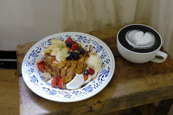 Merci créme_獨棟的老宅復古咖啡廳_隱密的巷弄內吸睛甜點