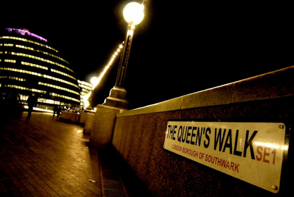 The Queen's Walk by night di Maurizio Valentini