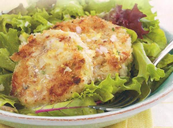 Crab Cakes Over Mixed Greens With Lemon Dressing,
