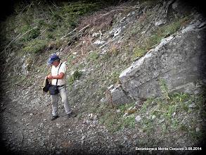 Photo: Tonino Simone, si appresta a fare la lezione di geologia