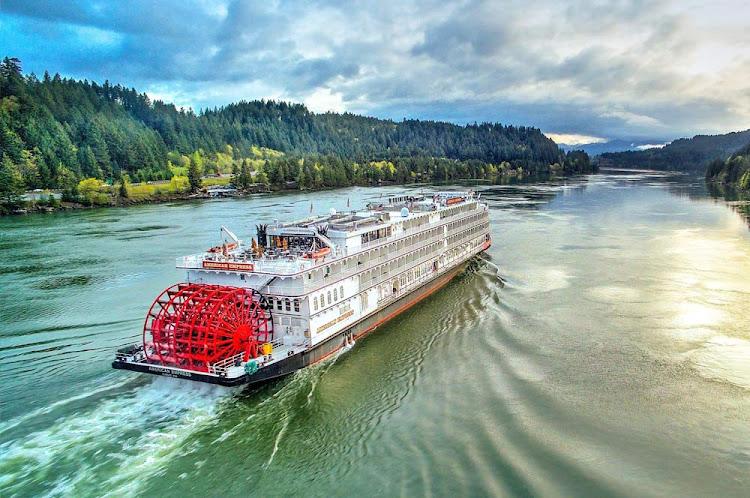 American Empress plies the Columbia River in Oregon.