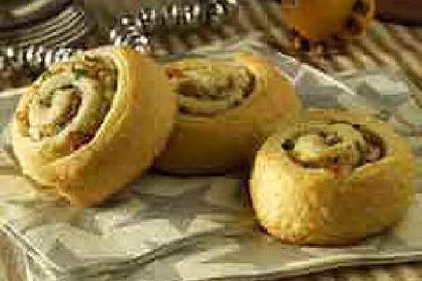 Yummy & Buttery Onion Bacon Pinwheels Recipe