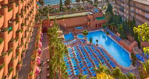 Almuñécar Playa Spa Hotel está situado en un enclave único, a escasos metros del mar y con unas vistas inmejorables desde las habitaciones.