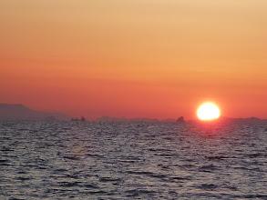 Photo: 太陽が昇ってきて。 今日は暑くなりそうです。 久しぶりの「ウキ流し」です!