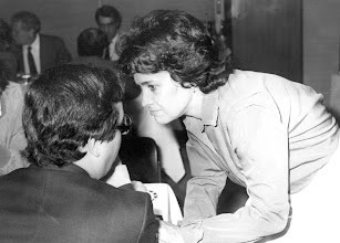 Photo: Amado Moreno con la diputada socialista María Dolores Pelayo en 1980.
