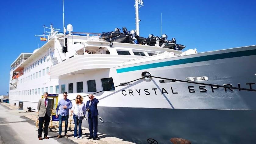 El lujoso crucero ha llegado este lunes al Puerto de Almería.