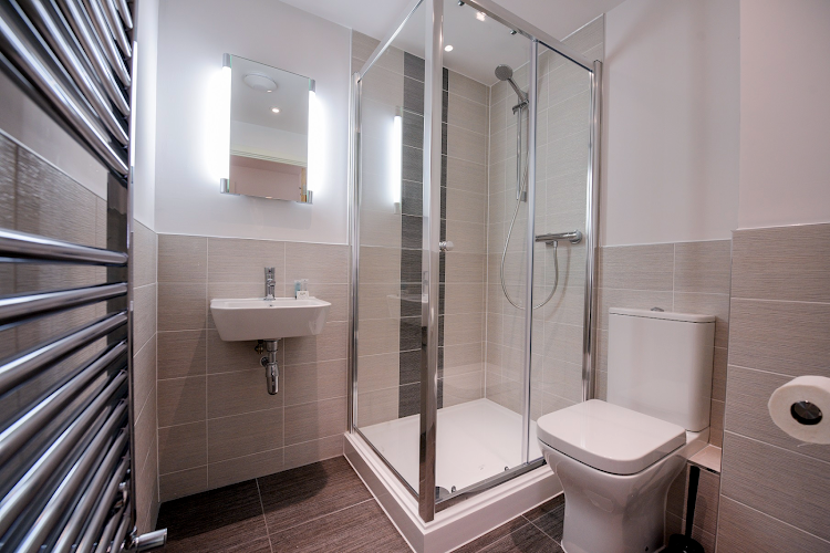 Luxury en-suite bathroom at Oxford Heights