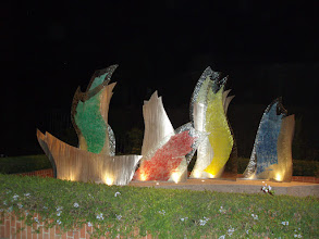 Photo: The reception terrace was lit up at night with colored lights and glass sculptures.